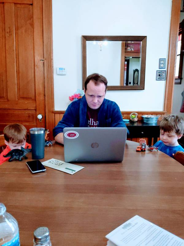 blogging while the kids run underfoot